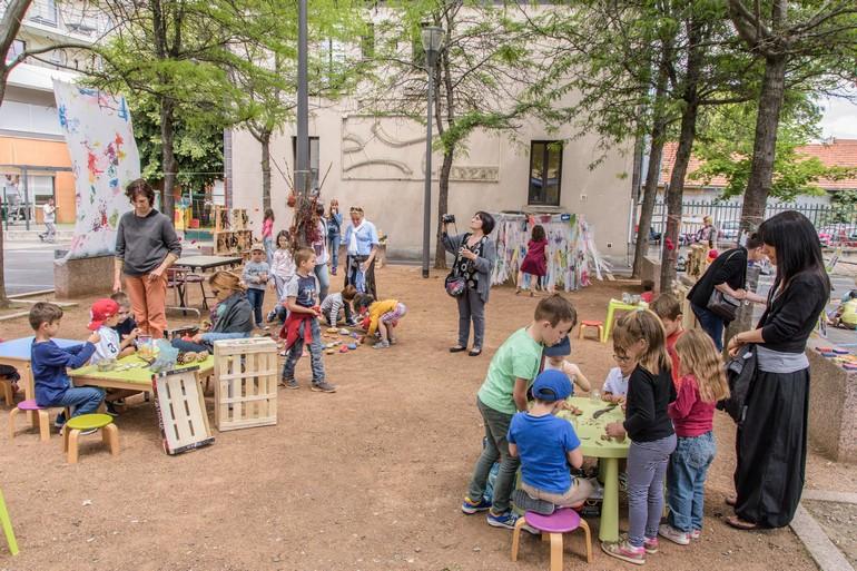 Exposition petite enfance place Pommerol