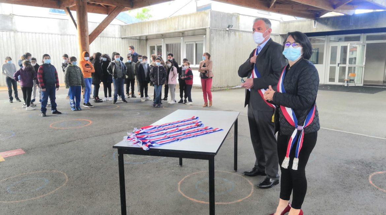 Remise des écharpes aux nouveaux élus du Conseil municipal des jeunes